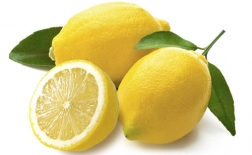 از بین بردن چروک و خطوط خنده با آب لیمو