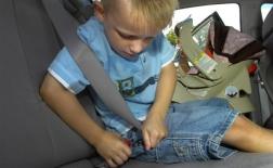 چگونه بستن کمربند را به کودکان آموزش دهیم