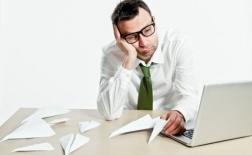 چگونه با کارمندی که ضعیف عمل می کند برخورد کنیم