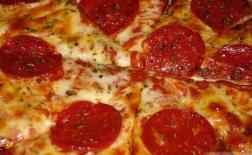طرز تهیه پیتزا پپرونی