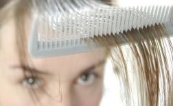 دلایل ریزش مو در خانم ها و راه حل های مقابله با آن