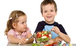 چگونه غذایی که کودکان میخورند میتواند بر رفتار آنها تأثیر بگذارد