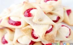 شیرینی پنیری خامهای توتفرنگی