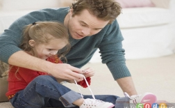 چگونه به کودکمان یاد دهیم بند کفش خود را ببندد