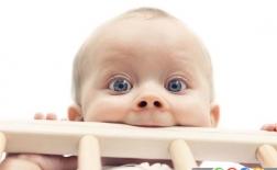 چرا کودک شما چوب های تختش را می جود