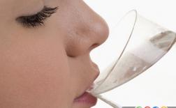 7 خاصیت شگفت انگیز نوشیدن آب گرم در صبح