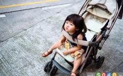 راه هایی برای مشغول کردن کودک در کالسکه