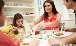 فواید غذا خوردن در کنار خانواده