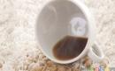 روش پاک کردن لکههای قهوه