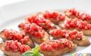 بروسکتا با گوجهفرنگی و ریحان