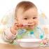 راهنمای تغذیه کودک: به کودک در یک سالگی چه غذایی بدهیم؟ شروع غذای جامد