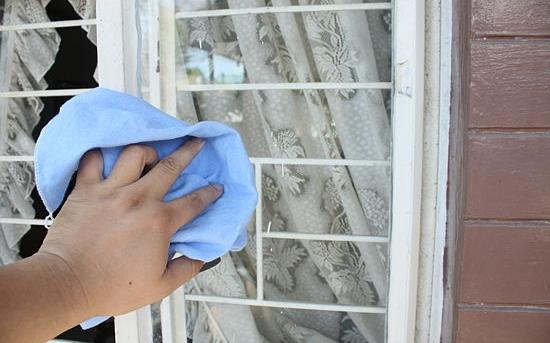 روش پاک کردن شیشه ها با سرکه