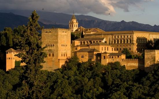 جاذبه های توریستی قصر الحمرا گرانادا، اسپانیا