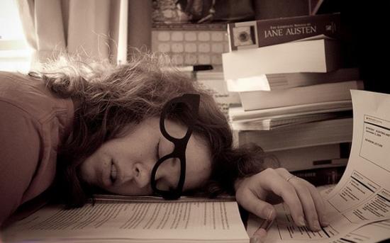 دلایل خستگی و خواب آلودگی و روش های مقابله با آن