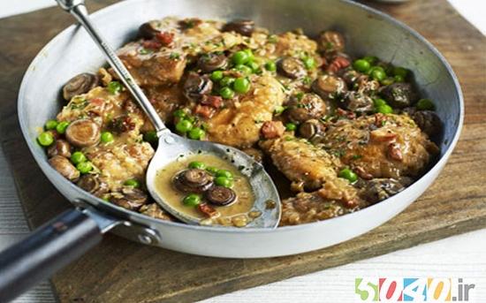 مرغ سرخ شده در روغن زیتون به همراه قارچ