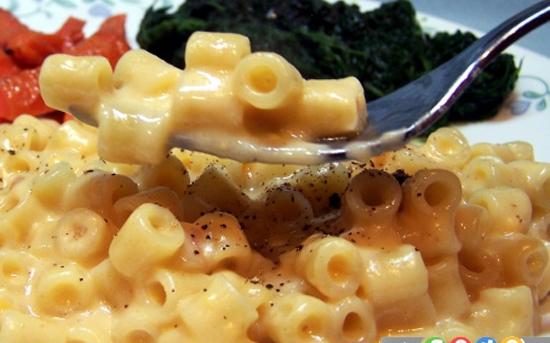 ماکارونی با پنیر چدار