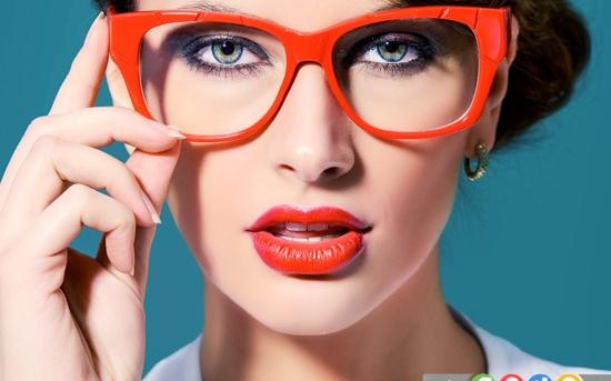 5 نکته آرایشی برای خانم هایی که عینک می زنند
