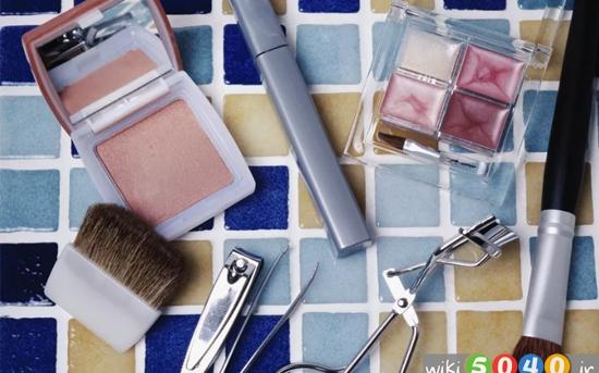 چگونه لوازم آرایشی را تمیز کنیم