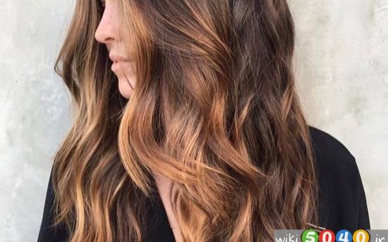 راهنمای ساده برای رنگ کردن موهای بلند و پر در خانه